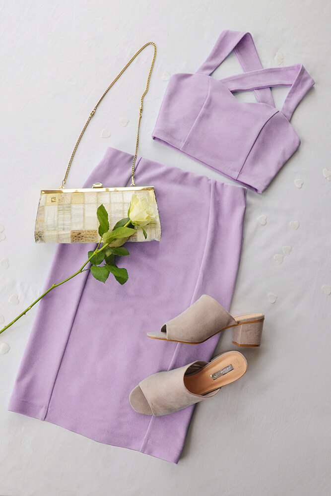 This sweetheart two piece set has a modern feel when teamed with the shoe of the summer, the slip-on mule.  This lilac colour is really brought out by neutral coloured accessories.