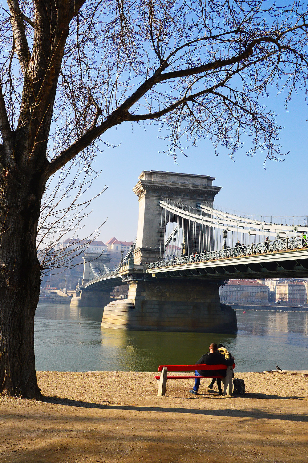 Lovers at the Chain Bridge, Budapest