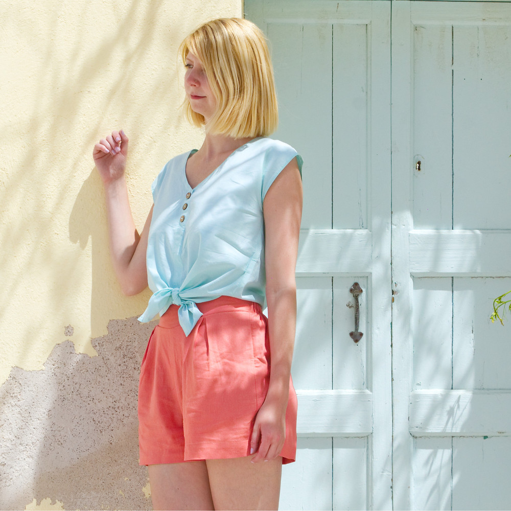 Summer outfit with Betty linen shorts and Lana cotton blouse