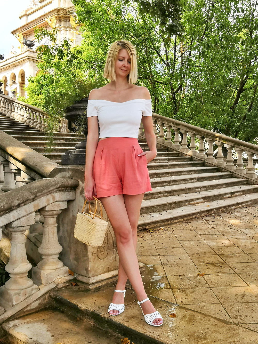 Crop top and shorts daytime summer outfit in the park