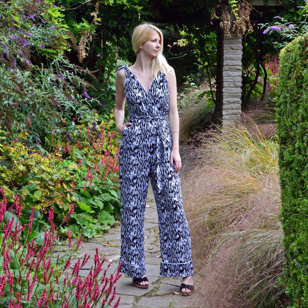 Abstract print monochrome casual holiday jumpsuit by Stylecamp