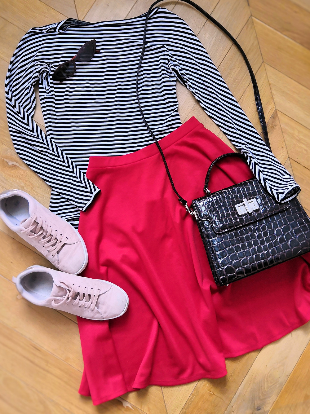 Day outfit with stripy bodysuit, red skater skirt, shoulder bag and pink trainers