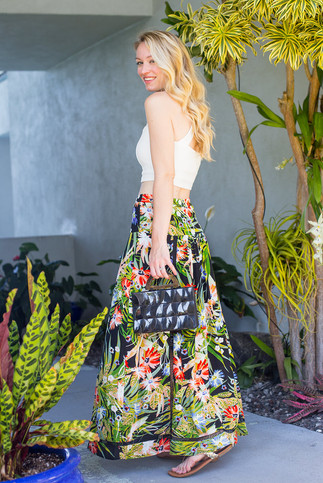 Joules styles her sweetheart bralet with a maxi tropical skirt for her magical trip to Hawaii - photo c/o Style By Joules
