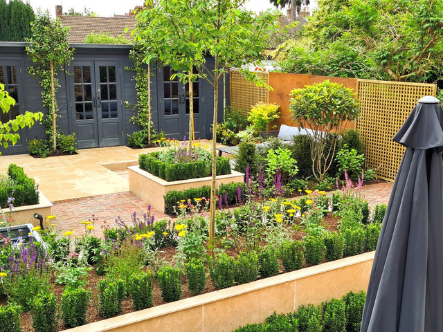 A Grand London Garden with Contemporary Lines and Classic Evergreen Structure