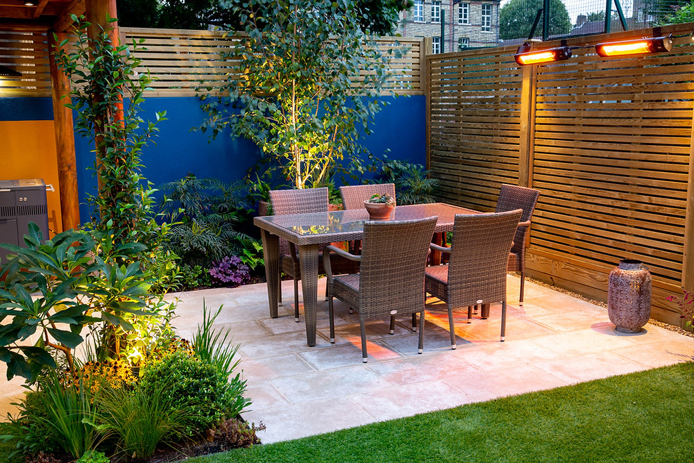 Urban Garden with Outdoor Kitchen Pergola and Terrace