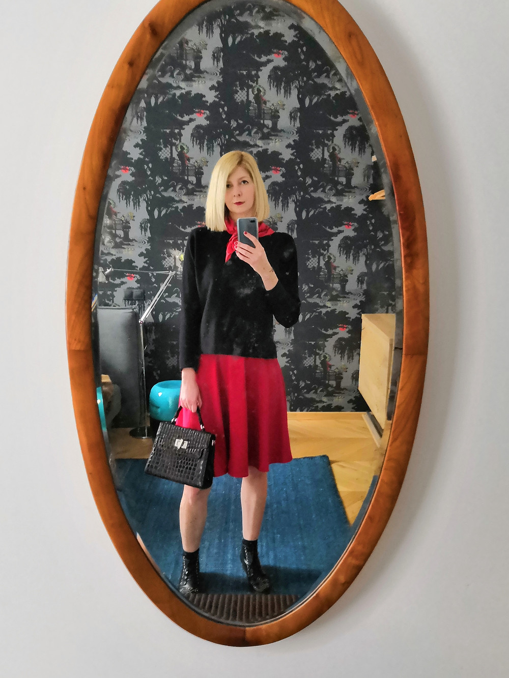 A vintage inspired day look with the red skater skirt, boxy sweater and matching red neckscarf