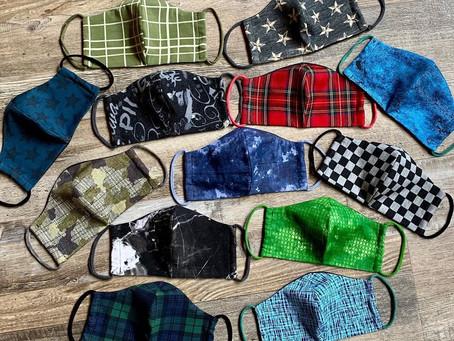 Herrenmasken mit passenden Jerseybändern. Im Wiesenplatzatelier für 7,50 € pro Stk.