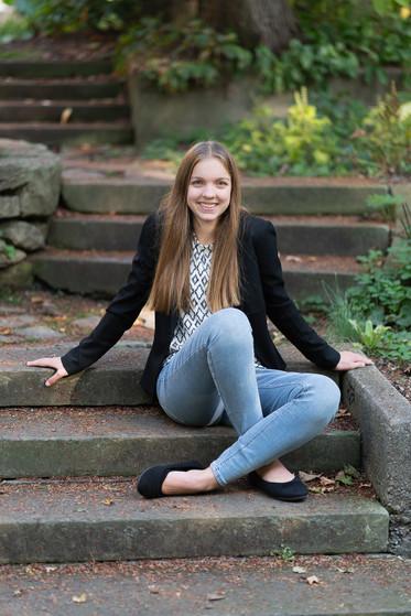 Hannah Ponstine_senior_4x6_2020-34.jpg