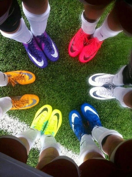 FootballBoots_Grass.jpg