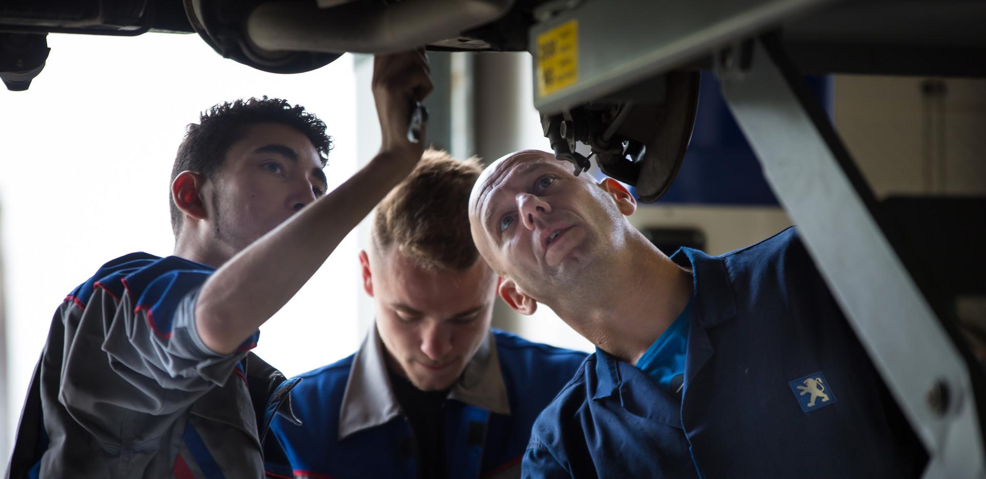 maintenance-des-vehicules-et-matériels.j