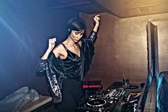 Weiblicher DJ