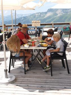 Déjeuner à l'Alpage