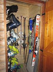 J._Hodiesne_VG26_Local_à_ski.JPG