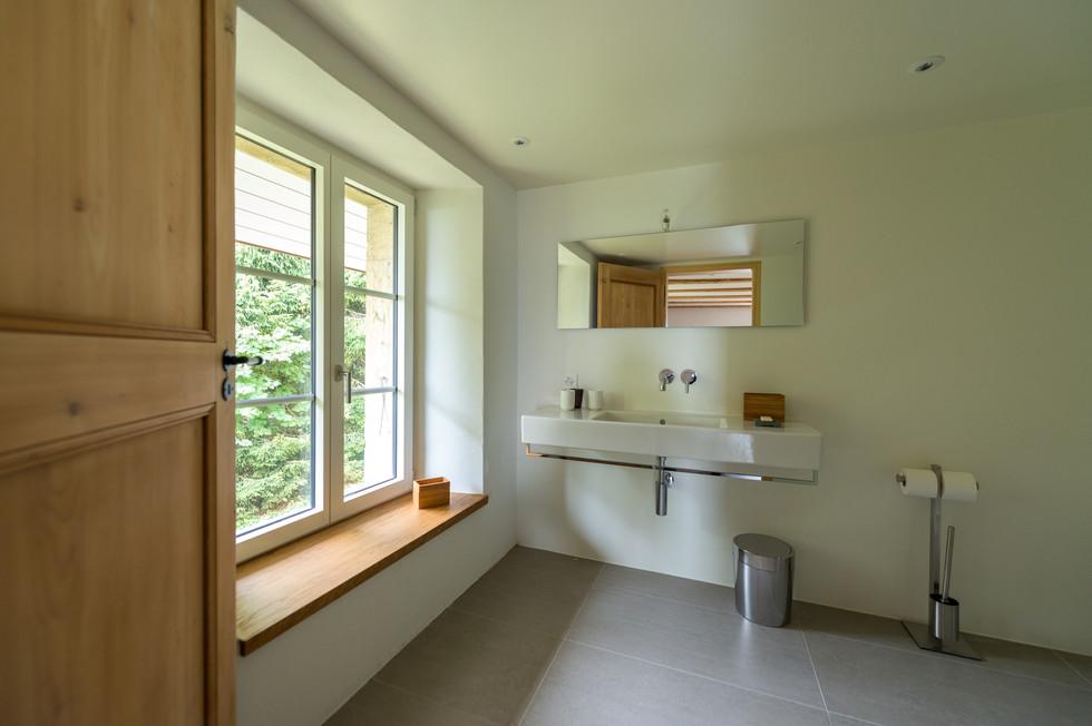 salle de bain boite noire©tangram architectures.jpg