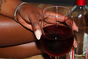 hand+red+wine.png