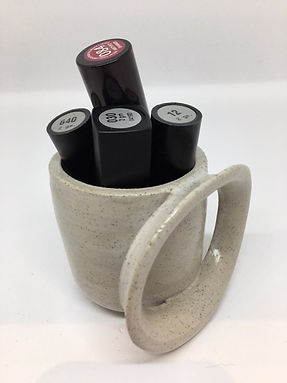 Small vessel with front ring and lipstic