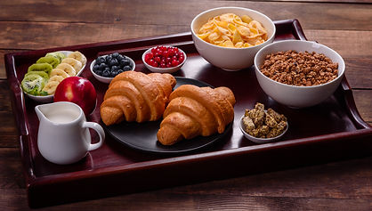 delicious-breakfast-with-fresh-croissants-and-ripe-berries_3140022.jpg