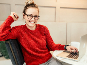 ADDING STRUCTURE TO YOUR DAY | HOW TO PLAN OUT AND STICK TO A SCHEDULE WHILE WORKING FROM HOME