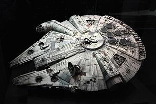 star-wars-spaceships-millennium-falcon.j