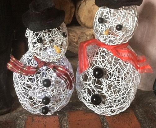 Wirework snowmen