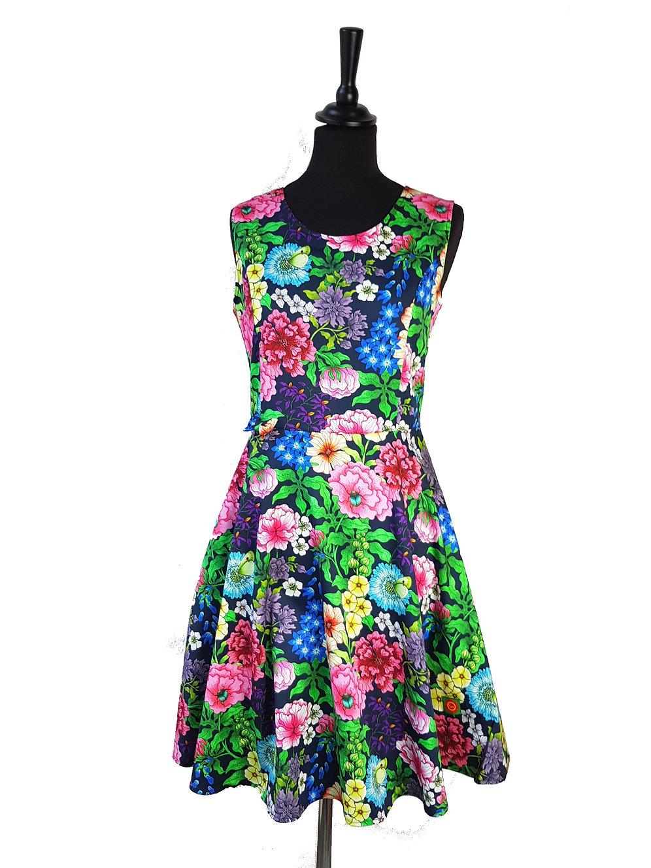 71b330610 Pion Trädgård - blomstret kjole fra svenske Rino