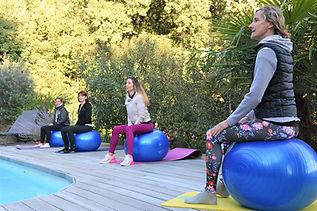 idee_evenement_bien_etre_lyon_cadeau_original_activites_yoga_pilates_developpement_personnel_atelier_famille_amis_entreamies_ideeoriginal_evenementiel_www.kinitro.fr_