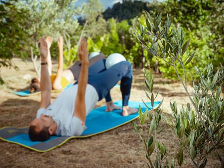 Faire du Pilates à Lyon avec un super Prof! Ça se passe au Parc de la tête d'or avec Valentin.