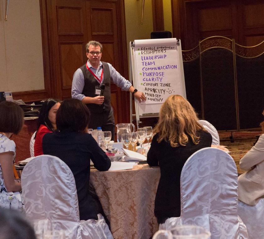 Participants sharing coaching keywords to explore visually