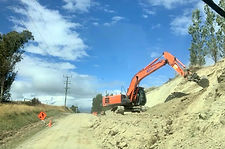 20T Digger taking out a Bank for Widing
