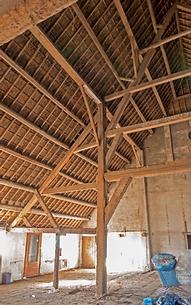 Binnenzijde rieten dak schuur witte boerderij Heinenoord.png