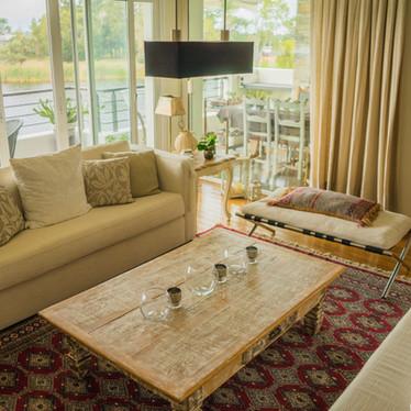 interior-modern-apartment-decorated-comf