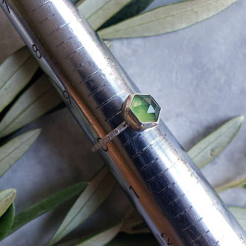 gem stacker: green serpentine hex