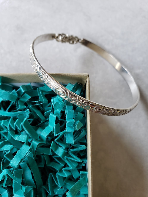 scrollwork thick bangle