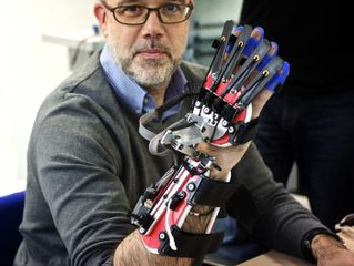 Robôs auxiliam na reabilitação física.