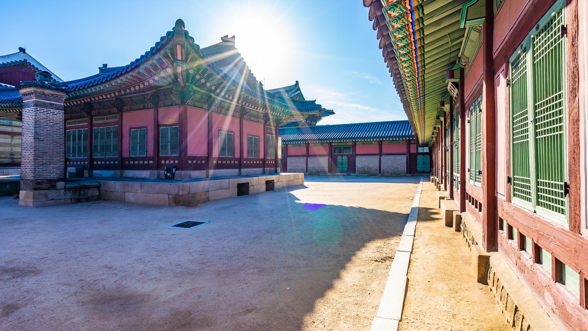 gyeongbokgung-palace-GUERLNZ.jpg