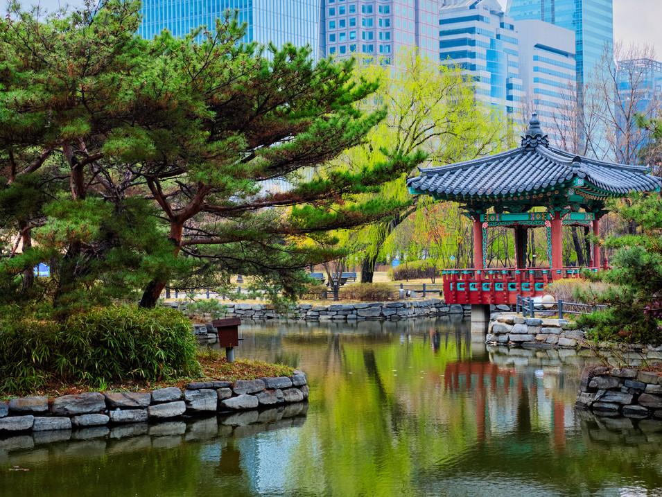 yeouido-park-in-seoul-korea-RLVJMKF.jpg