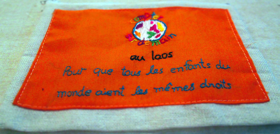 Trousse brodée orange