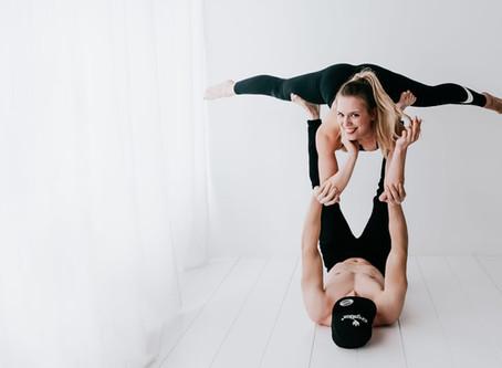 Kaj je Acro joga?