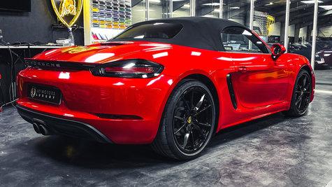 Porsche 718 Carmine red