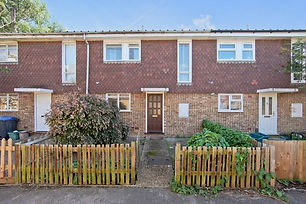Newly refurbished 4 bedroom house located 10 mins walk from Surbiton Station, 2 min walk from Surbiton Health Centre. 2 Storyes, Spacious kitchen with all the facilities. Student friendly.