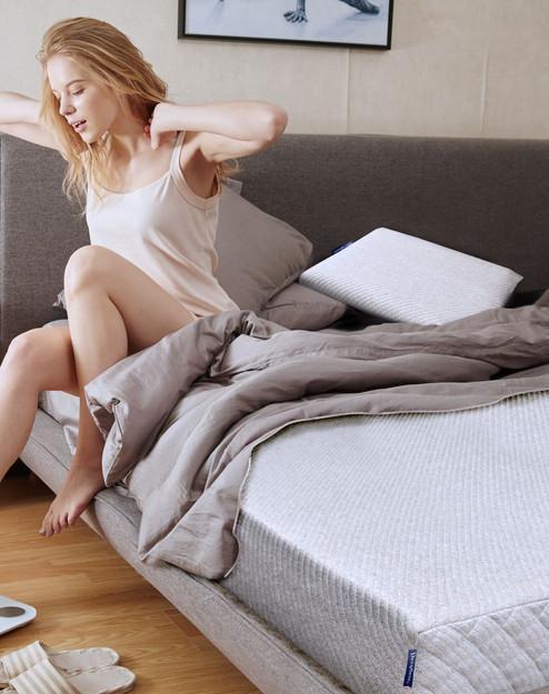 Girl wake up_compressed.jpg