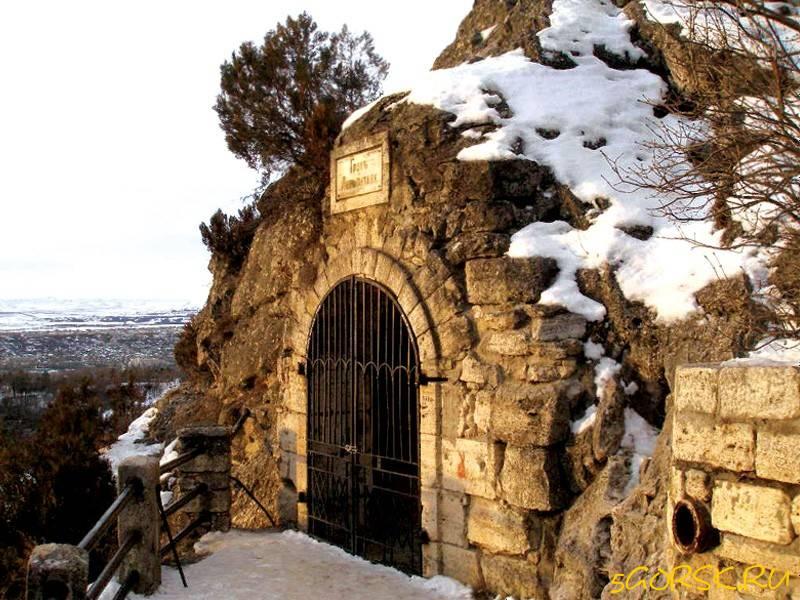 Грот Лермонтова зимой