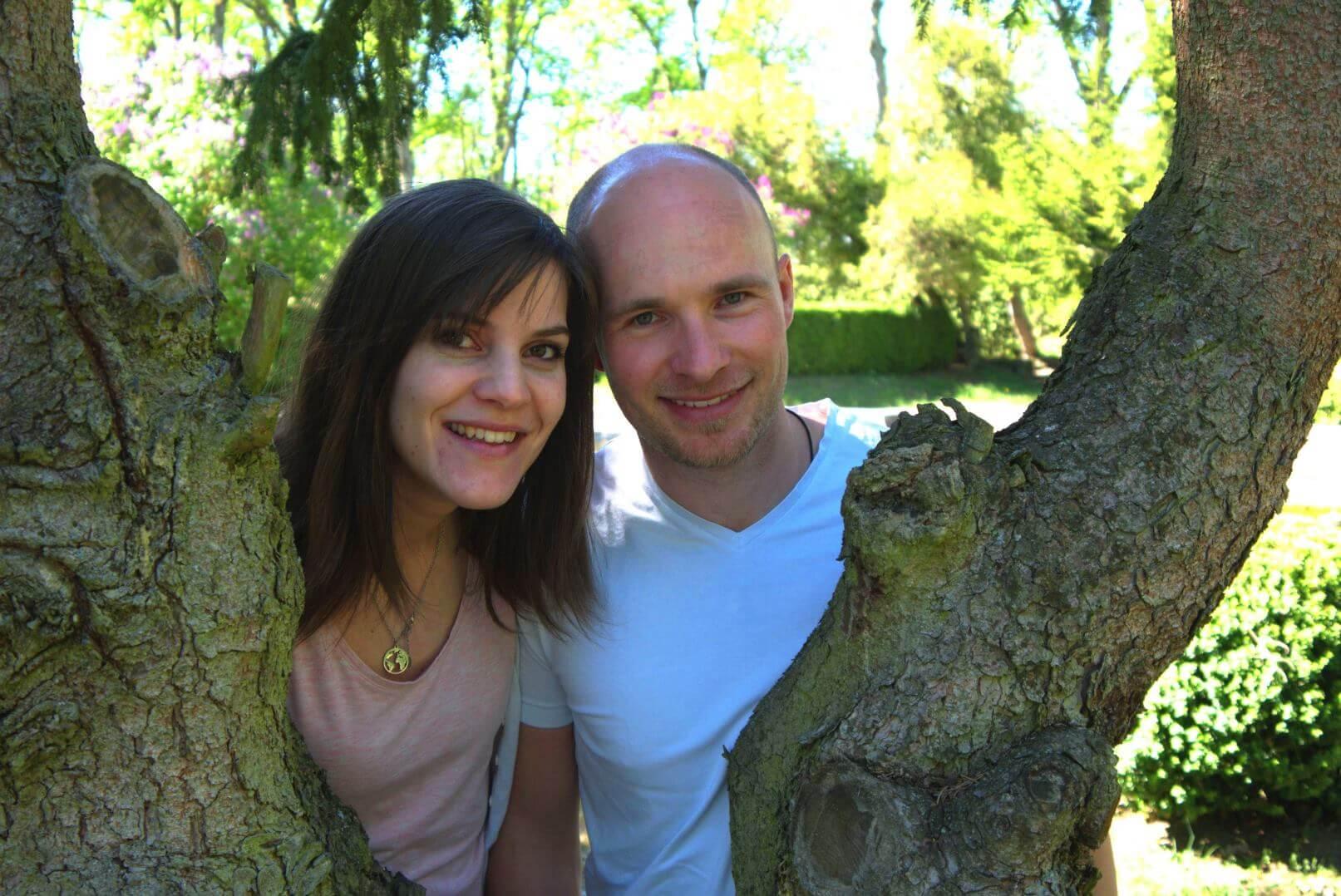 Stefan und Nela am Baum im Schlossgarten