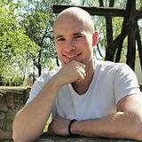 Stefan Profilbild an der Mauer