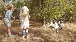 Jaro und Philine mit Lemurenaffen
