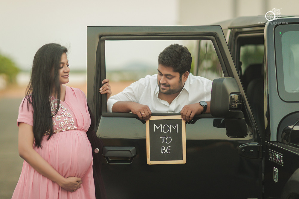 mom-to-be-slate-prop-ideas-for-maternity-shoot