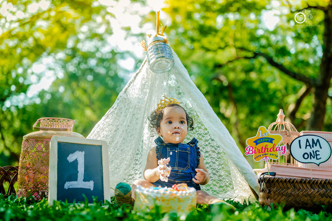 Ahnika || Baby's First Cake Smash Photography Ideas & Themes