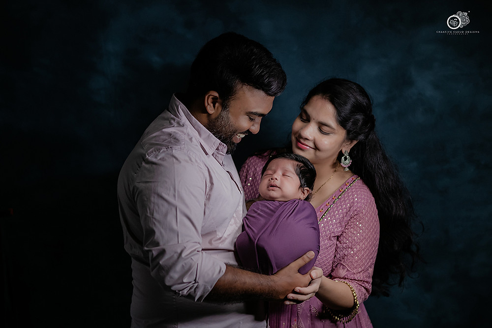 newborn-baby-photography-with-parents