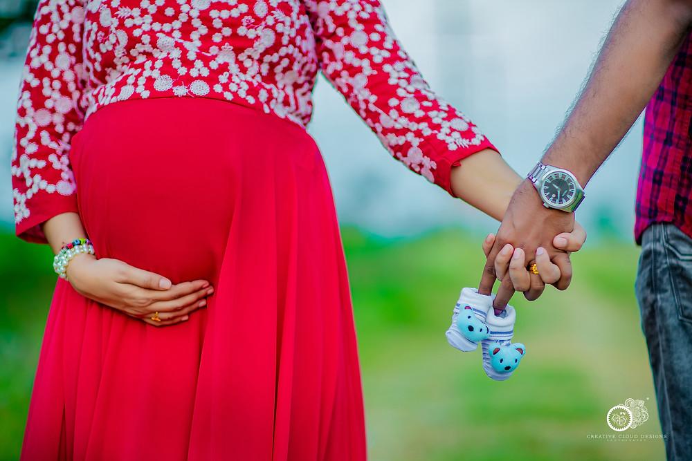 sindhu-vijay-maternity-photoshoot-ideas (1)