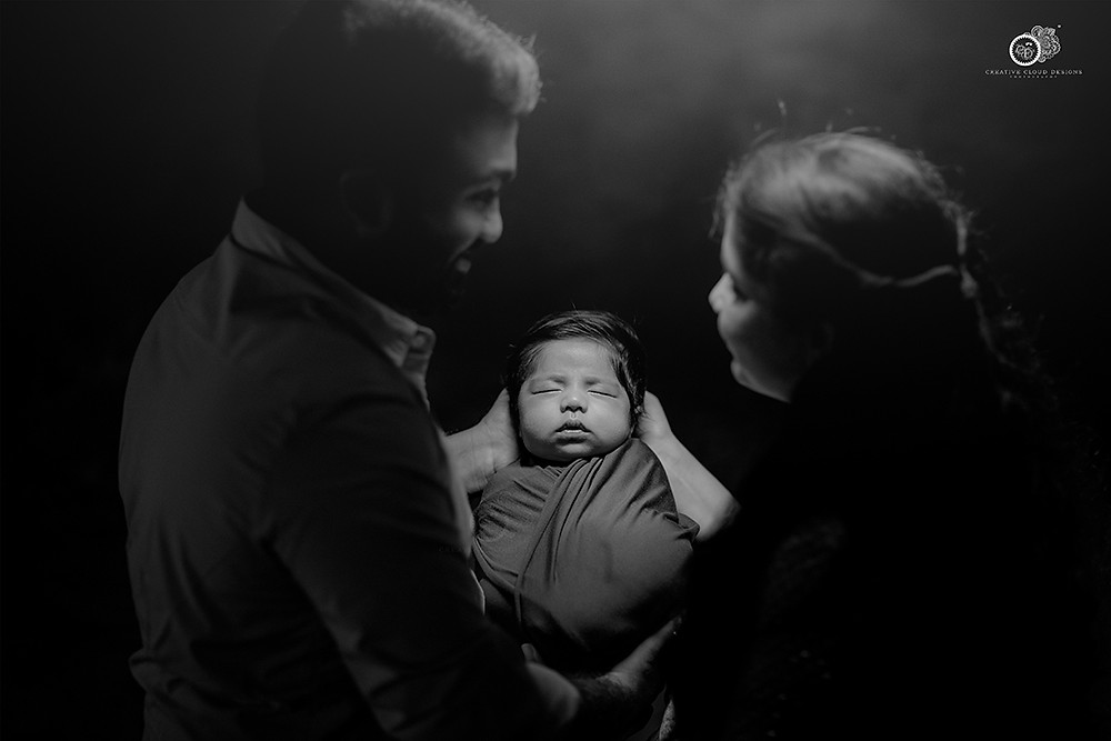 newborn-baby-shoot-with-parents